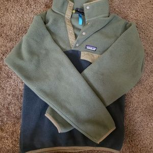 2 tone green patagonia pullover